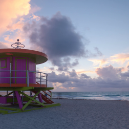 art-deco-style-lifeguard-hut-on-south-beach-ocean-drive-miami-beach-miami-florida-usa-night-to-day-time-lapse_vk4vguoo__F0006